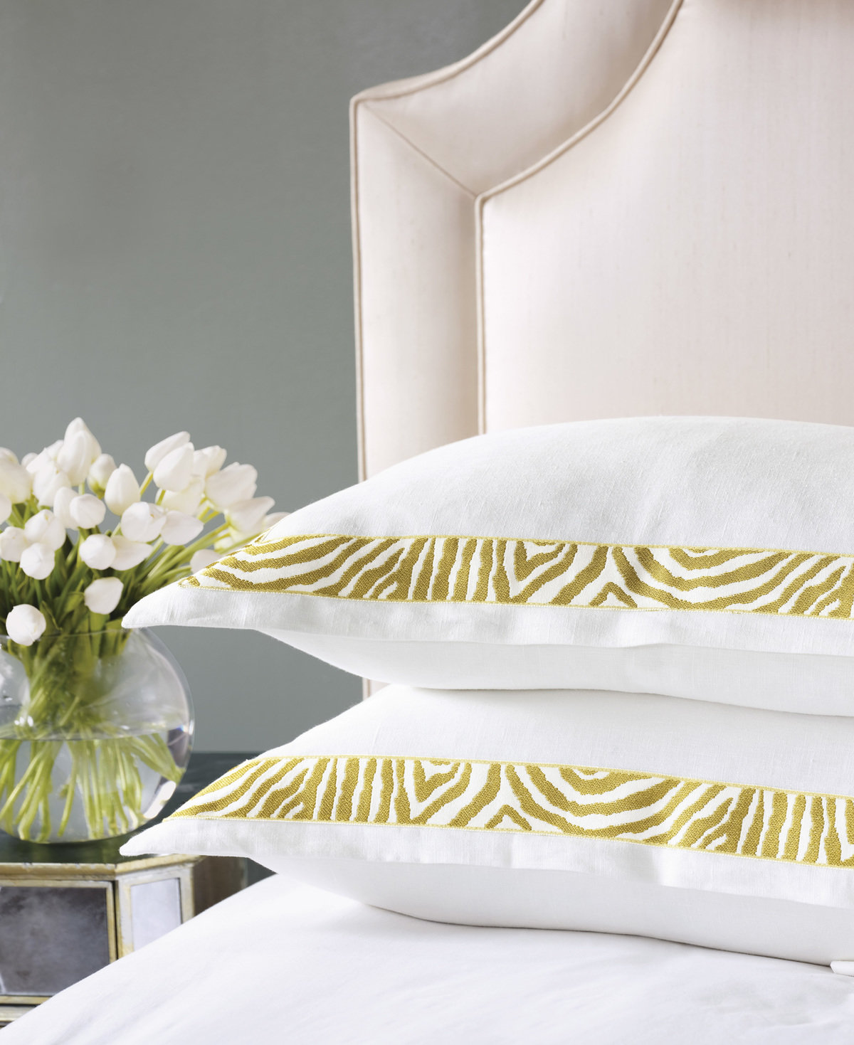 Alexa hampton eastern accent bedding ashbury ashbury pillow prop 01 1200 xxx q85